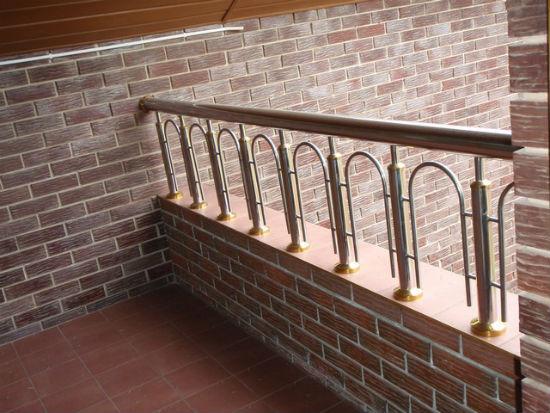 Кирпичный парапет балкона