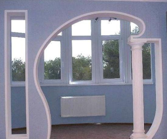 Выход на балкон в виде сложной арки