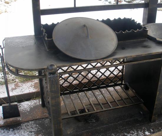 Металлическая печь мангал для беседки