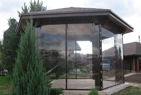 Прозрачные шторы пвх в беседке