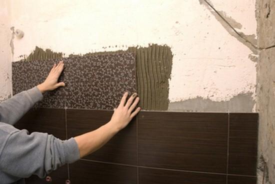 Монтаж плитки на стены санузла