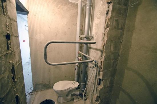 Перенос трубы во время объединения ванны и туалета