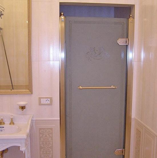 Стеклянная матовая дверь в санузле