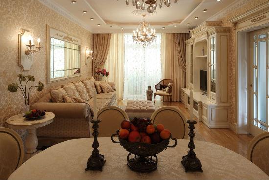 Золотистые обои гостиной в классическом стиле