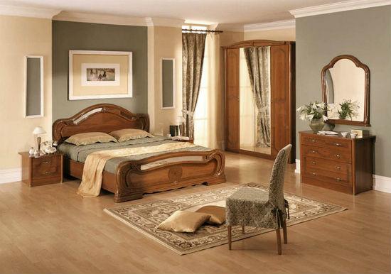 Сочетание серых и бежевых обоев в отделке стен спальни