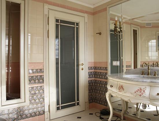 Распашная дверь в санузле