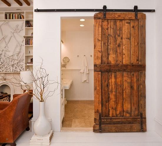 Радвижная дверь с верхней направляющей в санузле