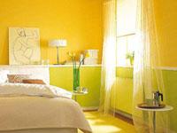 Желтые и салатовые обои в спальне