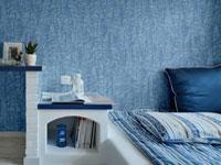 Текстурные голубые обои в интерьере