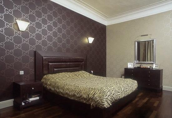 Использование в отделке стен спальни обоев-компаньонов