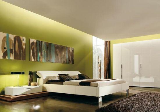 Настенные панели с абстрактным рисунком в спальне