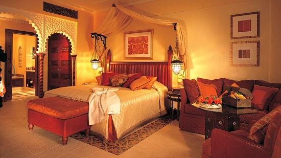 Приглушенное освещение в спальне арабского стиля
