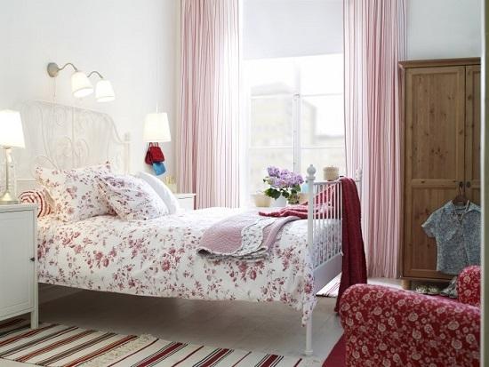 Нежно-розовые и красные оттенки в интерьере спальни