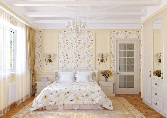 Нежная цветочная отделка стен спальни