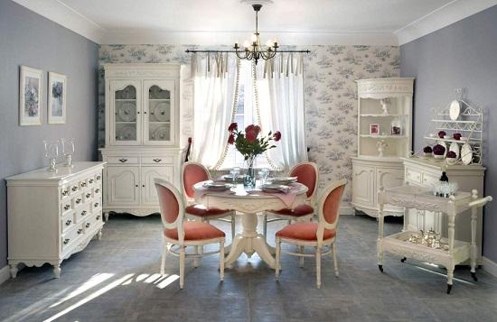 Изящная мебель в комнате в стиле прованс