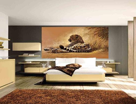 Фотообои в спальне с изображением животного
