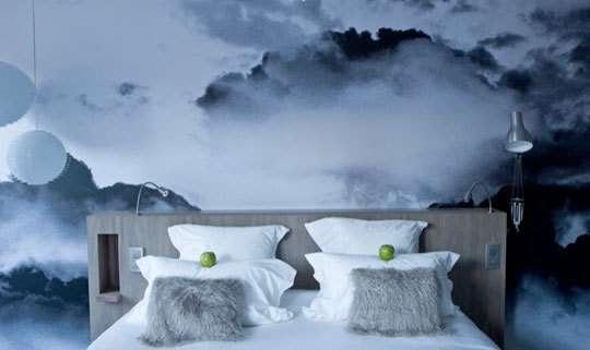 Фотообои с 3d рисунком в спальне