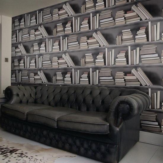 Оригинальные фотообои с изображением книжного шкафа в спальне