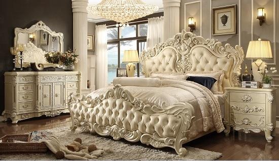 Классическая спальня с резными элементами и кожаной обивкой кровати