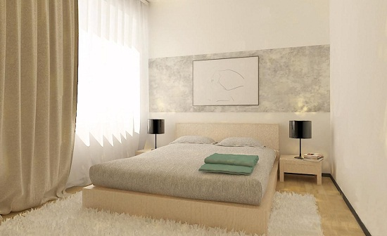 Однотонные обои с декоративной вставкой у изголовья кровати в спальне