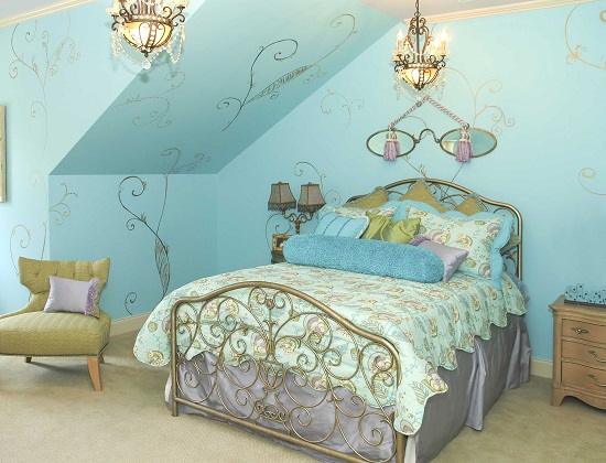 Единый стиль в меблировке и оформлении стен обоями в спальне