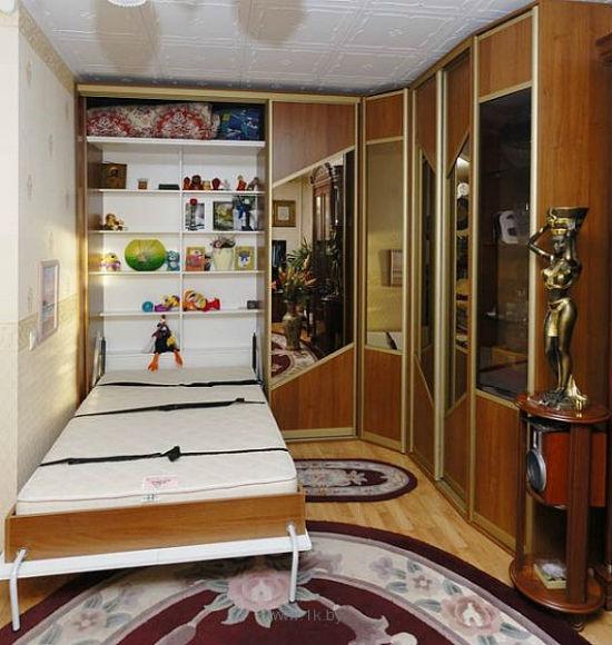Зеркала для визуального расширения пространства спальни в хрущевке