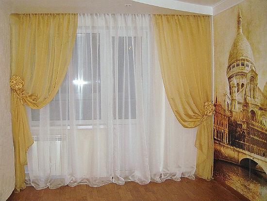 Шторы в спальне из тюля белого и бежевого цвета