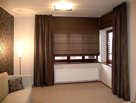 Комбинирование римских и классических штор в оформлении окон спальни