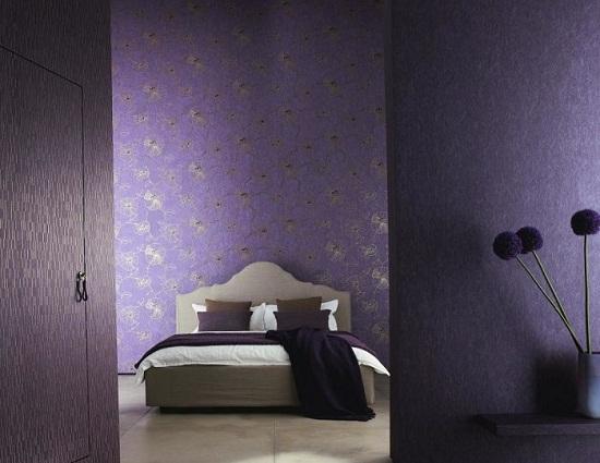 Текстурные флизелиновые обои для неровных стен спальни