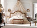 Белая спальня в классическом итальянском стиле