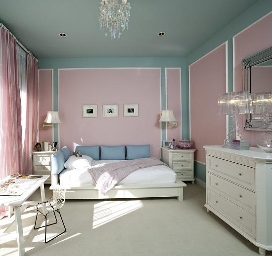 Нежные розовые и бирюзовые оттенки в дизайне спальни