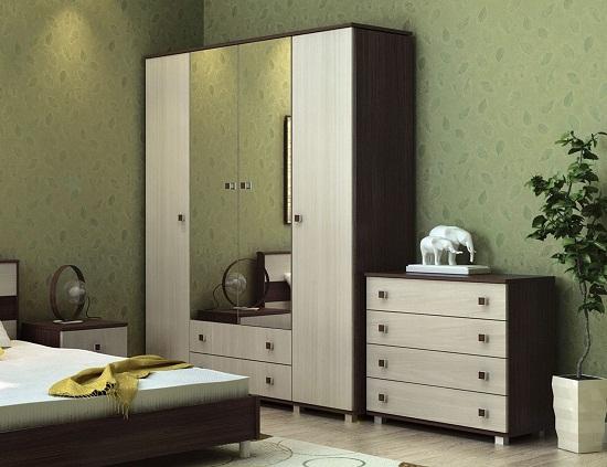 Шкаф и комод классического стиля в спальне