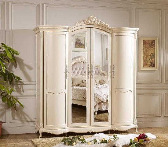 Шкаф в стиле ампир на изогнутых ножках в спальне