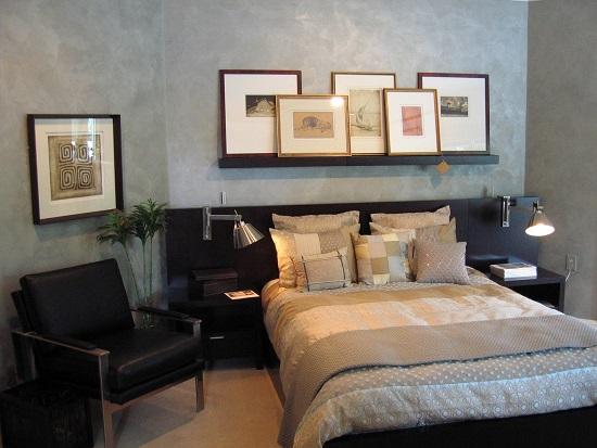 Идея использования для отделки спальни венецианской штукатурки