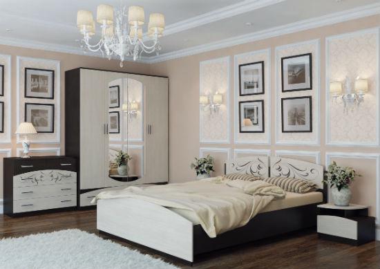 Двухцветная мебель из ЛДСП для просторной спальни