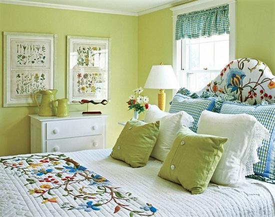Идея использования нежных светлых оттенков в декоре спальни прованс