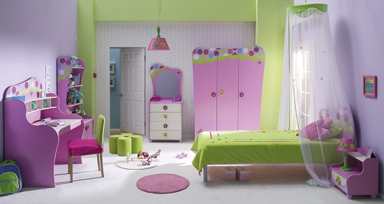 Мебель обтекаемой формы в спальне девочки