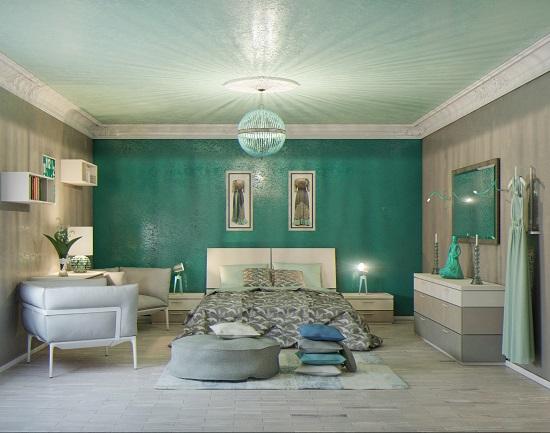 Спальня с акцентом на стену с отделкой зеленого цвета