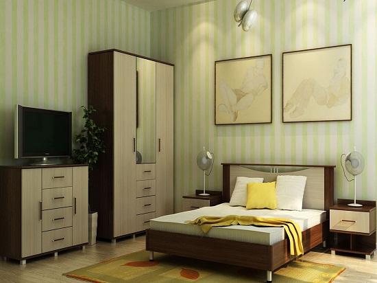 Двухцветный шкаф с выдвижными ящиками в спальне