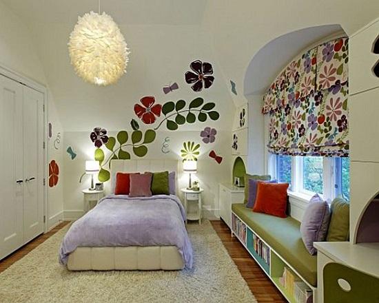 Идея оформления стены спальни яркой аппликацией