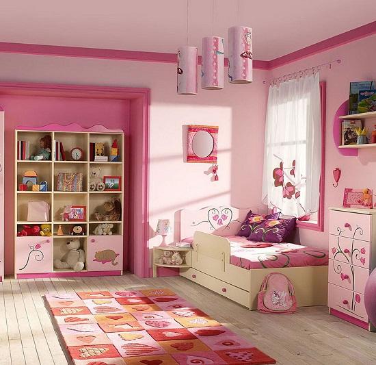 Использование розовых оттенков в оформлении спальни для девочки