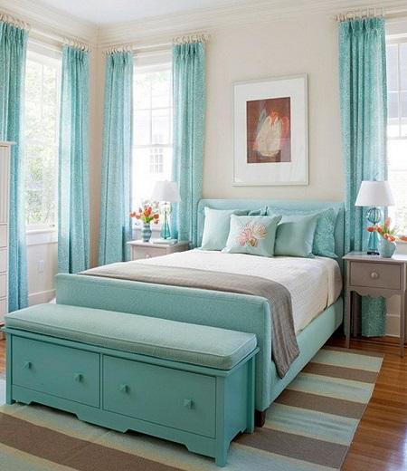 Спокойный интерьер спальни с использованием серого и бирюзового цвета оформления