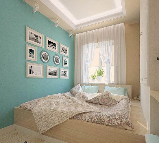 Комбинирование бежевого и бирюзового цвета в отделке стен спальни