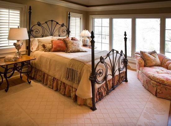 Декорирование кровати для спальни в стиле кантри