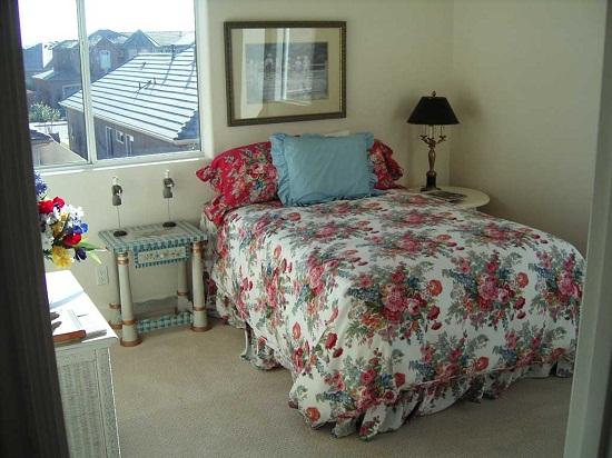 Маленькая светлая спальня в стиле прованс