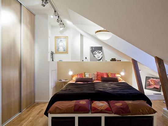 Устройство малогабаритной спальни на мансардном этаже