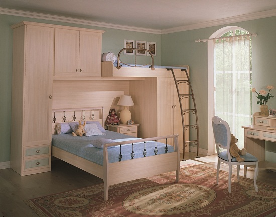 Детская стенка с кроватью-трансформером в спальне девочек
