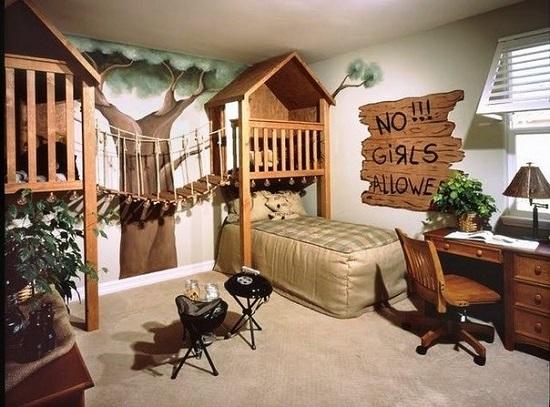 Дизайн спальни для мальчика в виде домика на дереве