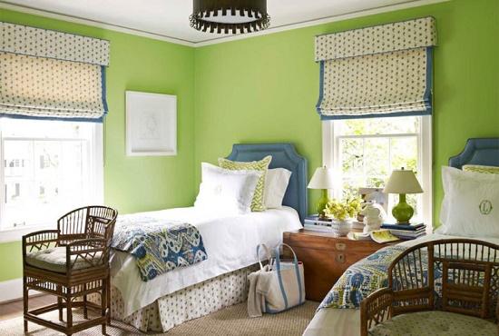 Отделка стен спальни в спокойных зеленых тонах