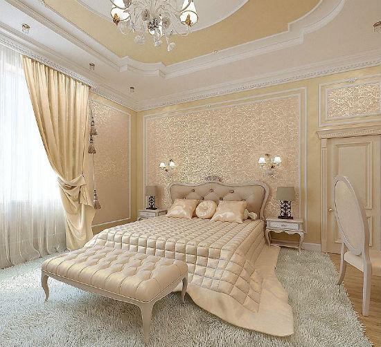 Желтые золотистые обои в спальне классического стиля